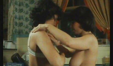 Milfs blancas muestran striptease real en lencería xxx maduras brazzers impactante