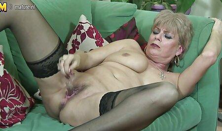 Joven modelo porno señoras cojiendo disfruta de una salvaje vagina azotada por detrás por un novio loco