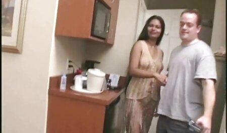 Savage violó el culo de una estudiante culona en calcetines en la cama maduras xxz