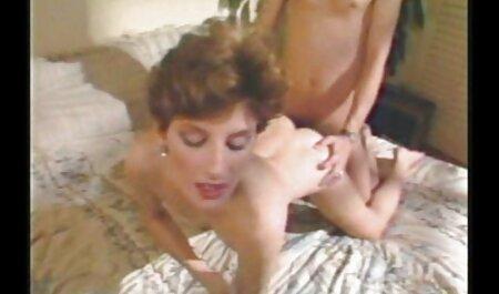 Una señora madura fue seducida pprno maduras por una chica guapa y folla activamente con ella