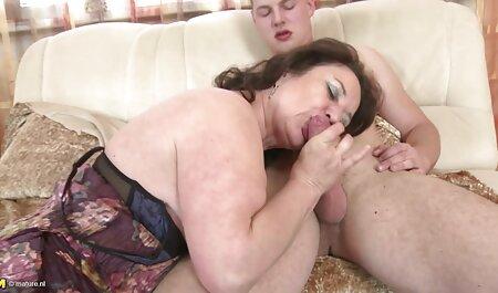 A una redtube maduras jovencita rubia le encanta acariciar su coño en cualquier lugar del apartamento