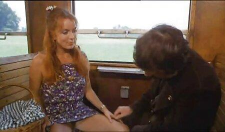 Un joven cliente acaba inesperadamente con un torrente de caricias de coño xvideos maduras caseros con los dedos de un masajista