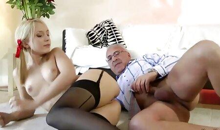 Ama de casa de ébano videos xxx maduras con jovencitos esperó a su marido y tuvo sexo con él en el sofá