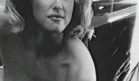 El chico se folla con diligencia a una joven wwwmaduras rubia con diferentes juguetes sexuales