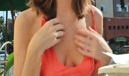 Dos jóvenes novias participaron en follar videos de maduras tetonas con un agente porno