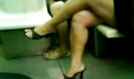 Viejo alegre se madres maduras españolas ordenó una prostituta rubia tetona