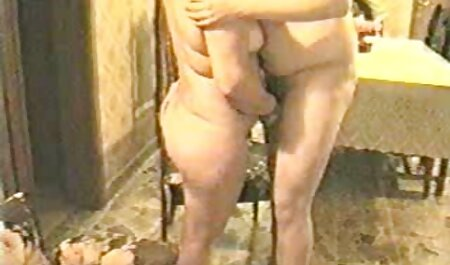 Una joven modelo porno se mete bideos pornos de maduras la polla de un negro en la boca y un culo jugoso