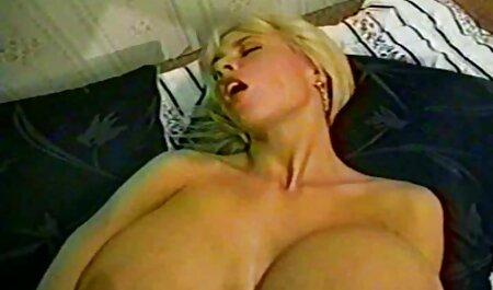 Madre joven videos pornos de maduras culonas de primer tamaño monta la polla de su hijo en el dormitorio