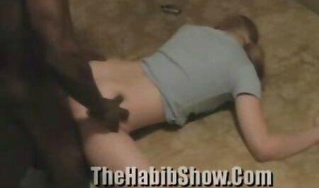 Una joven zorra presenta a un novio a una amante madura y lo hace participar en el señoras de 50 años xxx sexo