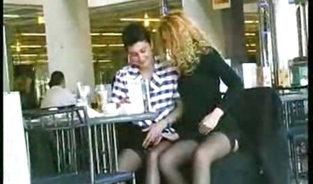 La estrella porno se convirtió en participante videos de maduras xxx activa de una orgía.