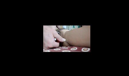 Madurita modelo porno se desnuda delante de la cámara y enseña su coñito peludo madres culonas xxx