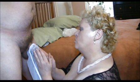El coño y el culo de una joven zorra son tocados y videos lesbianas maduras xxx drogados